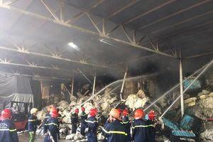 Thừa Thiên Huế: Cháy kho chứa bông nguyên liệu tại Khu công nghiệp Phú Bài