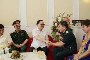 Bí thư Thành ủy Hoàng Trung Hải thăm hỏi, tặng quà gia đình người có công