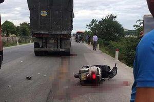 Va chạm với xe tải, cô giáo bị cán tử vong