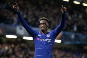 Sao trẻ từ chối Bayern Munich để ở lại Chelsea