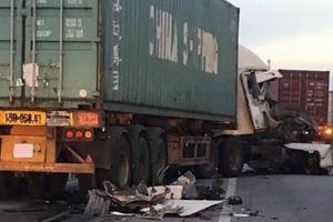 Hải Dương: Thêm vụ tai nạn nghiêm trọng trên quốc lộ 5, container đâm xe chở cọc bê tông