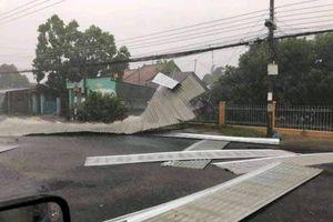 An Giang: Mưa, giông lốc khiến 604 căn nhà bị sập và tốc mái