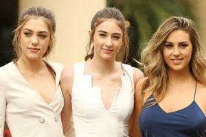 Các ái nữ 10X nhà sao Hollywood 'tài sắc vẹn toàn' không kém cha mẹ