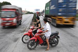 Những pha qua đường thót tim trên tuyến quốc lộ 'tử thần'