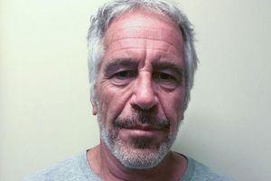 Tỷ phú thác loạn Jeff Epstein bị nghi tìm cách tự tử trong nhà giam