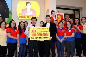 Michael lang trao học bổng 100 triệu đồng cho sinh viên Đại học Nha Trang