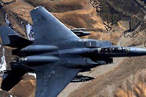 Mãn nhãn 'đại bàng tấn công' F-15E 'sải cánh' trên bầu trời