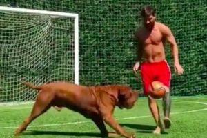 Messi cùng con trai 'hầm' chú chó cưng trong trò đá bóng ma