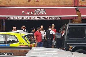 Ngôi sao của Arsenal bị kẻ lạ mặt tấn công bằng dao trên phố