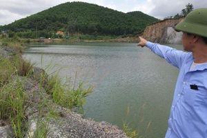 Quảng Ninh: INDEVCO moi cạn than để lại moong nước nguy hiểm