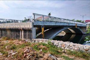 Dang dở cầu Lợi Nông