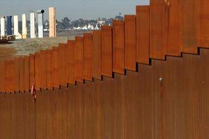 Ông Trump đã có được 2,5 tỉ USD để xây bức tường biên giới