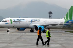 Chuyến bay chậm 3 giờ vì nam hành khách tự mở cửa thoát hiểm