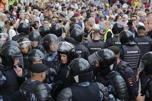 Khoảng 300 người bị bắt trong một cuộc biểu tình ở trung tâm Moscow