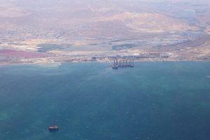 Tàu chở hàng Iran chìm trên biển, thủy thủ đoàn thoát chết trong gang tấc