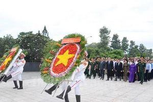 Lãnh đạo TP.HCM dâng hương tưởng niệm các anh hùng liệt sỹ
