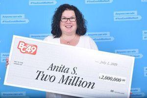 Mua vé số khi đang chờ mua bánh pizza, người phụ nữ bất ngờ trúng độc đắc 2 triệu USD