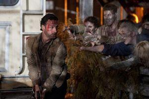 10 cảnh phim kinh hoàng nhất trong series The Walking Dead: Thây ma tấn công cũng không sợ bằng Lori sinh con