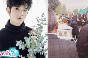 Xót xa hình ảnh Kim Samuel gục khóc trong đám tang của người cha quá cố