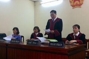 Tạm ngừng phiên tòa 1 tháng vì họa sĩ Lê Linh bị bệnh