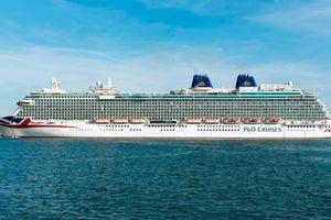 Một chú hề xuất hiện, hành khách lao vào đánh nhau trên du thuyền Anh