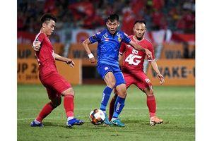 DNH Nam Định áp sát nhóm đầu, Quảng Nam giành điểm quý giá trên sân khách