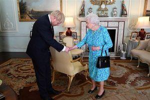 Ảnh ấn tượng trong tuần (22-28/7): Tân Thủ tướng Anh ra mắt Nữ hoàng Elizabeth II