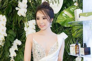 Quỳnh Nga 'Về nhà đi con' diện đầm gợi cảm, xinh đẹp như công chúa