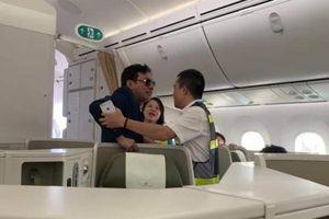 'Đại gia' sàm sỡ nữ hành khách trên máy bay là ai?