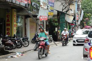 Hà Nội: Nơm nớp lỗi lo khi đi cạnh những chiếc xe 'tử thần'