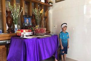 Vụ 5 ngư dân mất tích: Người thân để tang, lập bàn thờ