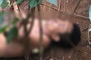 Người đàn ông lõa thể tử vong cạnh chiếc xe máy cháy rụi