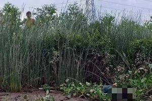 Bàng hoàng phát hiện thi thể bé trai mất tích 2 ngày bên bờ sông