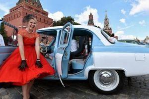 Ngắm 'siêu xe cổ' trên Quảng trường Đỏ ở Matxcơva