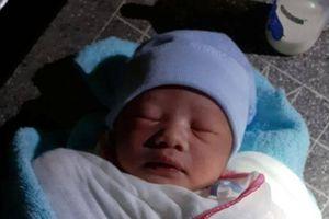 Sóc Trăng: Bé trai khoảng 1 tuần tuổi bị bỏ rơi