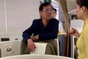 Thương gia bị tố sàm sỡ trên máy bay, chưa có chế tài xử lý hình sự?