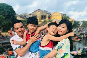 Bị đồn lộ clip nhạy cảm, MC Hoàng Linh lên tiếng: 'Đến ạ các bạn, rảnh quá thì nghĩ cách kiếm tiền làm giàu đi'