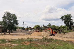 Thừa Thiên Huế: Đường dân sinh tan nát vì xe chở cát, sỏi lưu thông