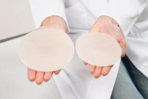 So sánh và đánh giá các phương pháp nâng ngực nội soi hiện nay
