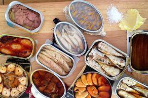 Đồ hộp và những thực phẩm nên tích trữ, tránh bão số 3 đang tới gần