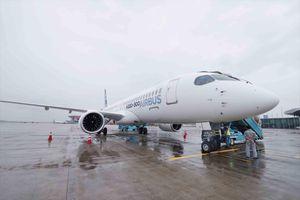 Máy bay thế hệ mới của Airbus trình diễn trên bầu trời Việt Nam