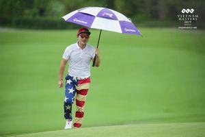 Golfer Hàn Quốc gây ấn tượng mạnh bởi... trang phục