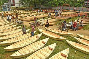 Những chiếc thuyền gỗ đóng thủ công