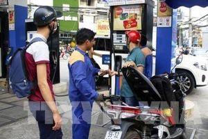Giá xăng giảm nhẹ trên 300 đồng/lít