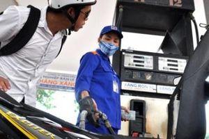 Giá xăng E5 RON 92 vừa giảm gần 400 đồng/lít