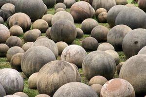 Bí ẩn hàng trăm viên đá kỳ lạ như thuộc về người ngoài hành tinh