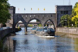 Bỉ dỡ bỏ cầu hơn 700 năm tuổi khiến người dân phẫn nộ