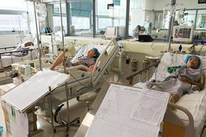 Hai bệnh nhân Nghệ An bị sốc khi chạy thận cấp cứu ra Hà Nội hiện ra sao?