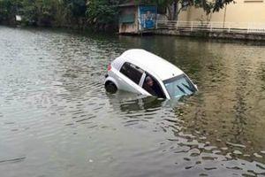 Bốn cách thoát khỏi ô tô bị chìm trong nước ít người biết