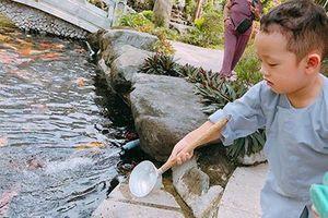 Đưa con trai lên chùa cầu bình an, single mom Ly Kute khiến ai nấy bất ngờ vì ngoại hình phổng phao, cao lớn của cậu bé